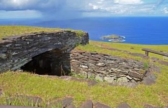 Construcciones Rapa Nui en el Centro ceremonial de Orongo