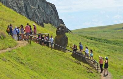 Tukuturi es el único moai arrodillado