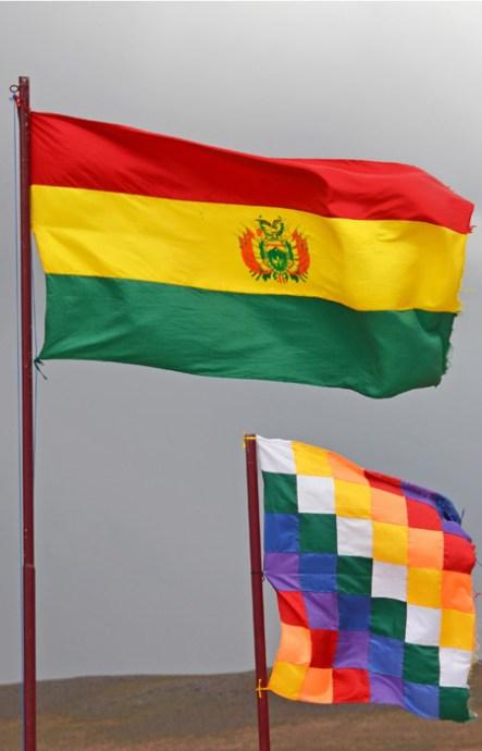 Banderas de Bolivia y de las Naciones Indígenas de Bolivia