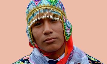 Joven con Traje Tradicional