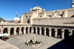 Arequipa. Claustro de la Iglesia de la Compañía