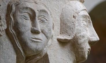 Rostros en un Capitel del Monasterio de San Francisco