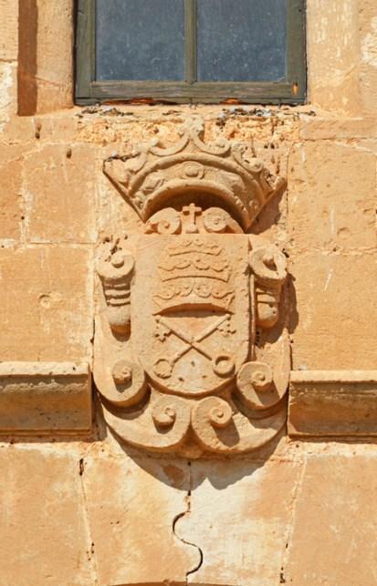 Escudo Papal - Iglesia Santa María