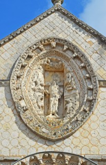 Almendra superior : Jesús y Evangelistas