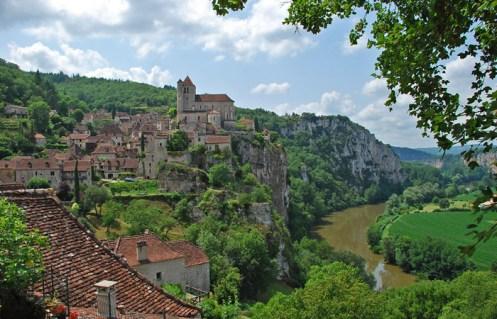 Vista de Saint-Cirq-Lapopie y el río Lot