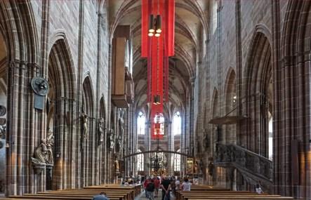 Nave central de Lorenzkirche