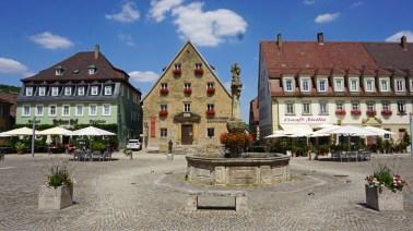Marktplatz, Fuente y Museo Etnográfico del Tauber
