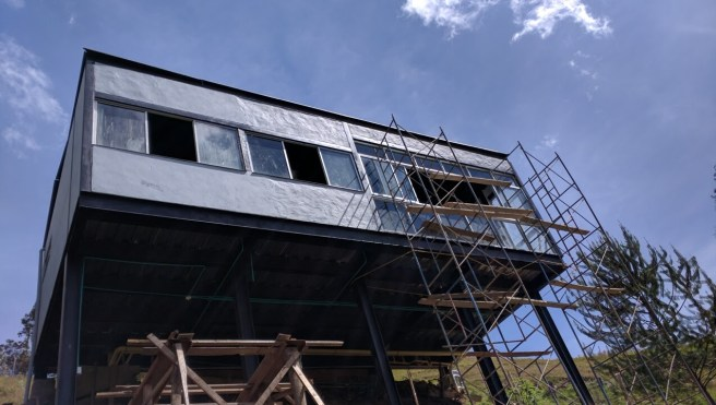 """""""Terminado"""" de la fachada por Héctor Hernández"""