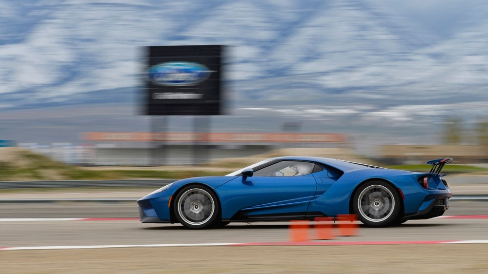 medium resolution of  we drove the new ford gt on road and track 2017
