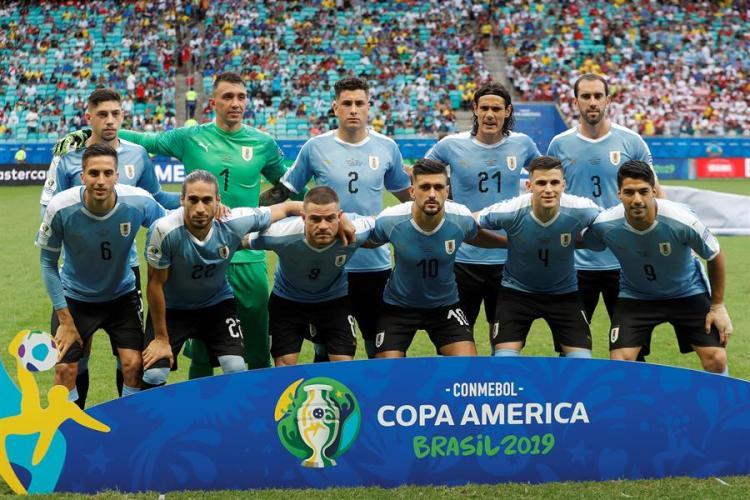 Jugadores de Uruguay durante el partido Uruguay-Perú de cuartos de final de la Copa América de Fútbol 2019.