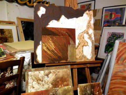 Alcune opere di Carmen nell'atelier