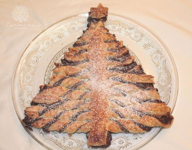 Flor y árbol de Navidad de hojaldre y crema de cacao