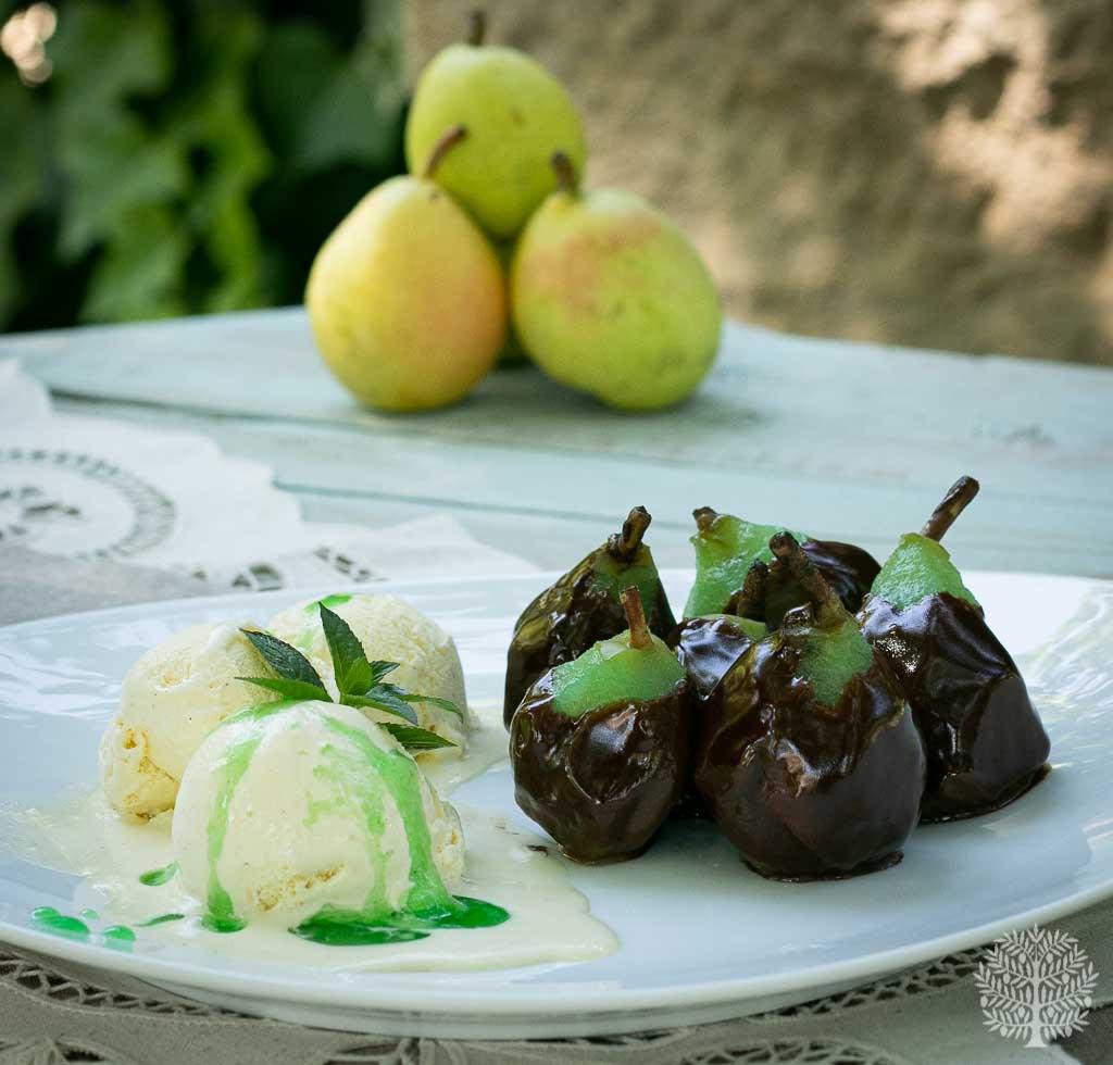 Peras con menta y chocolate