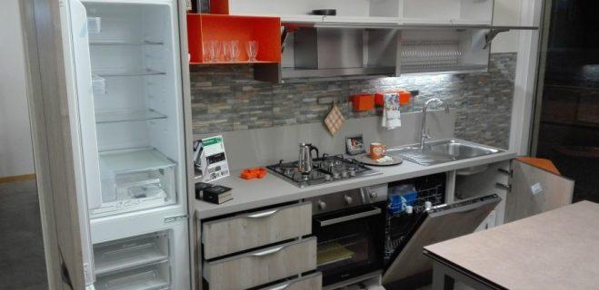 cucina lineare - dettaglio laterale aperture