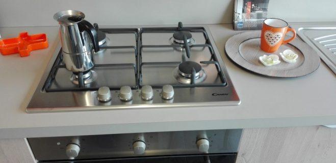cucina lineare - dettaglio piano cottura