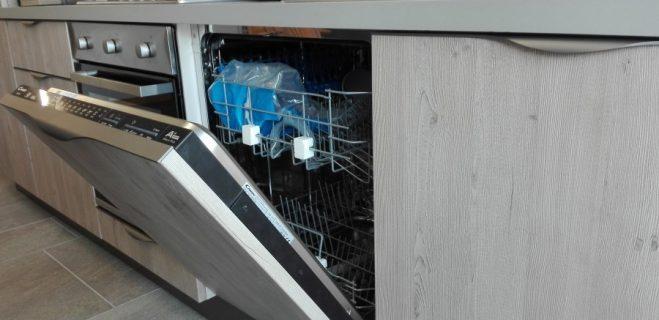 cucina lineare - dettaglio base lavastoviglie