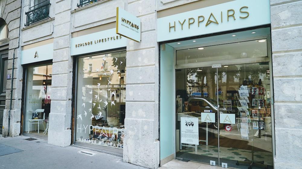 Vitrine de la boutique Hyppairs à Lyon sur la place Satonay