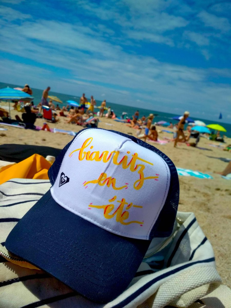 Casquette Biarritz en été sur la plage Milady