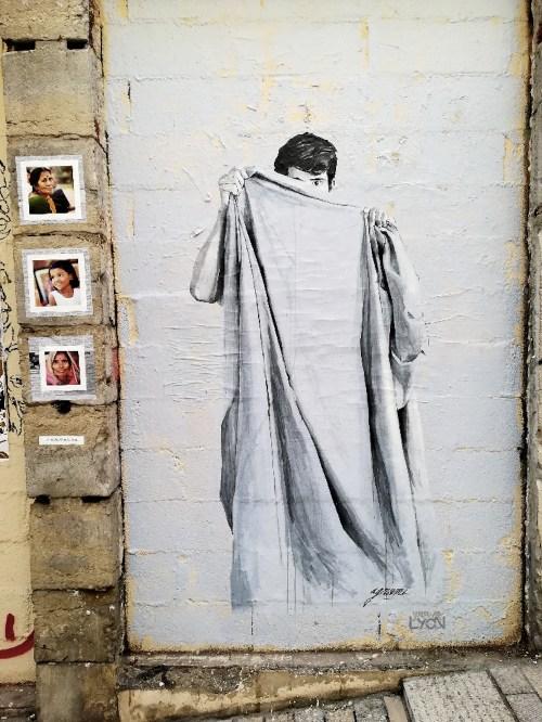 du street art sur la montee de la grande cote à lyon