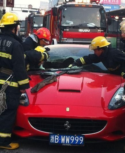 Ferrari California catches fire in China