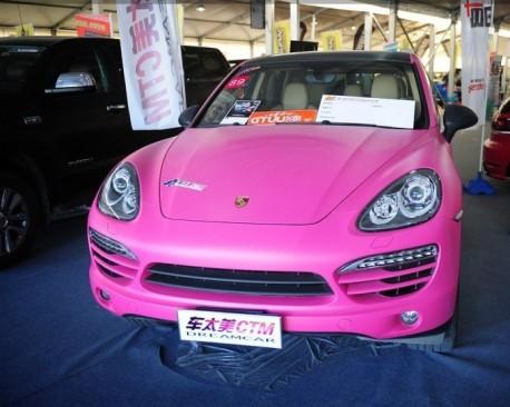 Pink Porsche Cayanne China