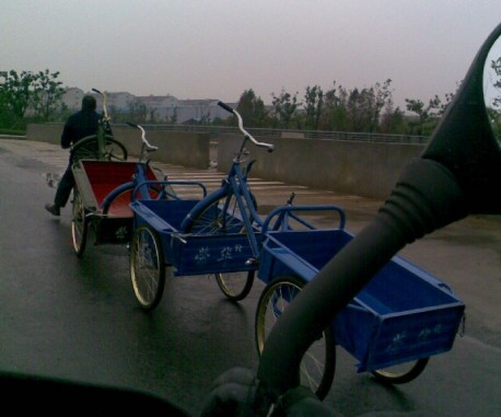 How to transport new 3-wheel bicycles in China