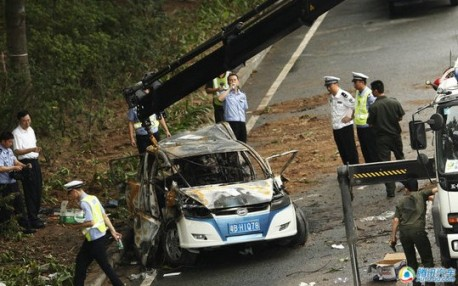 BYD e6 crash China