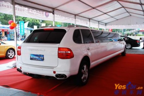 Super-stretched Porsche Cayenne from China