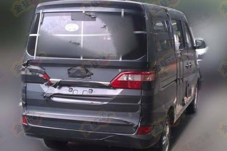 Chang'an M201 minivan testing in China