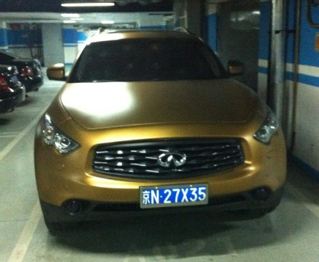 Spotted in China: Infiniti FX35 in Gold