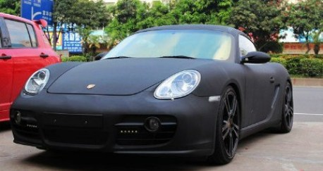 Porsche Cayman in matte-black in China