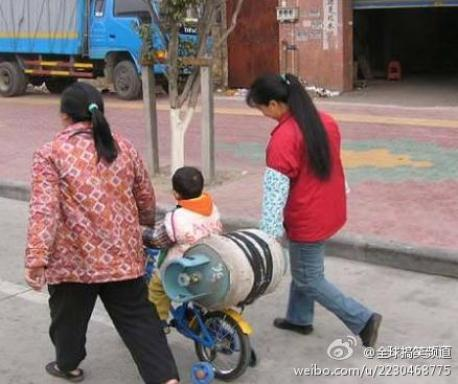 Transporting a gas tank, the Chinese way
