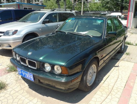 Spotted in China: E34 BMW 540i