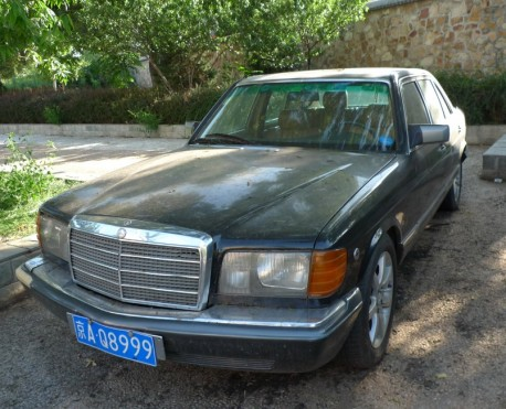 Mercedes-Benz W126 S280 and Cadillac Sedan DeVille limousine