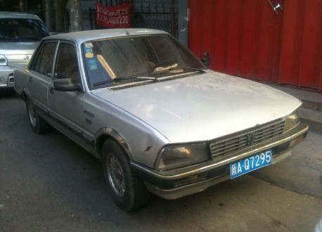 potted in China: Guangzhou-Peugeot 505 in silver