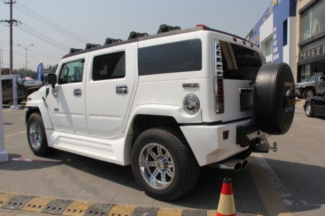 Hummer H2 with a body kit in China