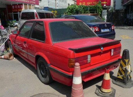 Spotted in China: E30 BMW 325i Sport M-Tech