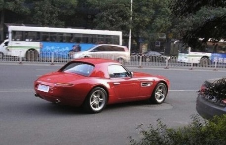 Spotted in China: BMW Z8 in Red