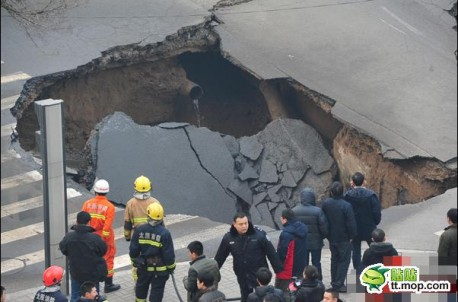hole-road-china-3