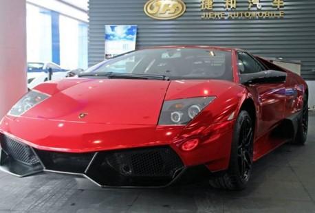 Lamborghini Murcielago SV is metallic shiny red in China