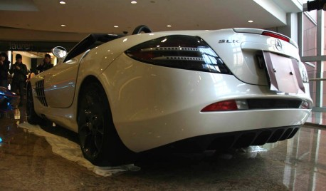 Mercedes-Benz SLR McLaren Roadster sits sad a Chinese shopping mall