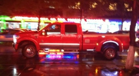 Spotted in China: a gigantic Ford F-450 pickup truck in Red