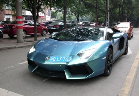 Lamborghini Aventador is green kinda blue and black in China