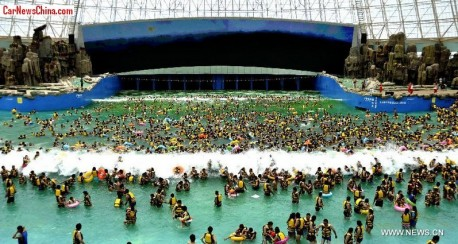 "Mega swimming pool in China offers ""Tsunami Experience"""