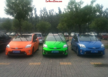 Toyota Prius Triple in China: matte orange, shiny green, and matte blue