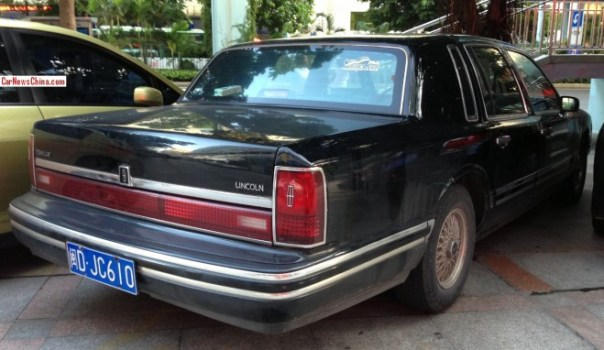 lincoln-town-car-china-9-3