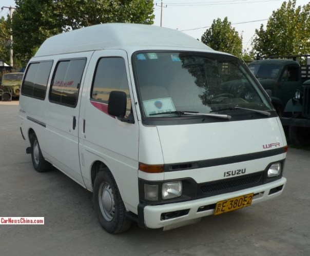 Spotted in China: Isuzu WFR is a Perfectly Pretty Japanese van