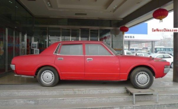 toyota-crown-china-red-2