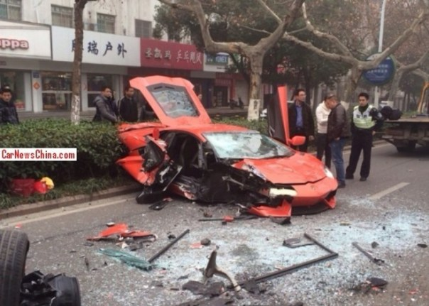 Crash Time China: Lamborghini Aventador hits Bus in Anhui