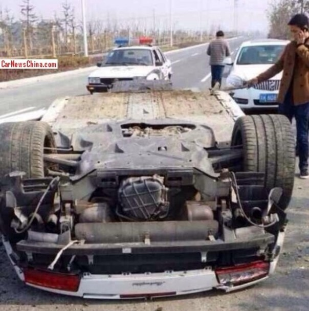 Lamborghini Gallardo Spyder Crashes in China